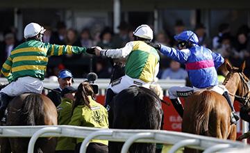 騎師Leighton Aspell接受麥歌及莫隆尼的慶祝 Source: Alan Crowhurst/Getty Images