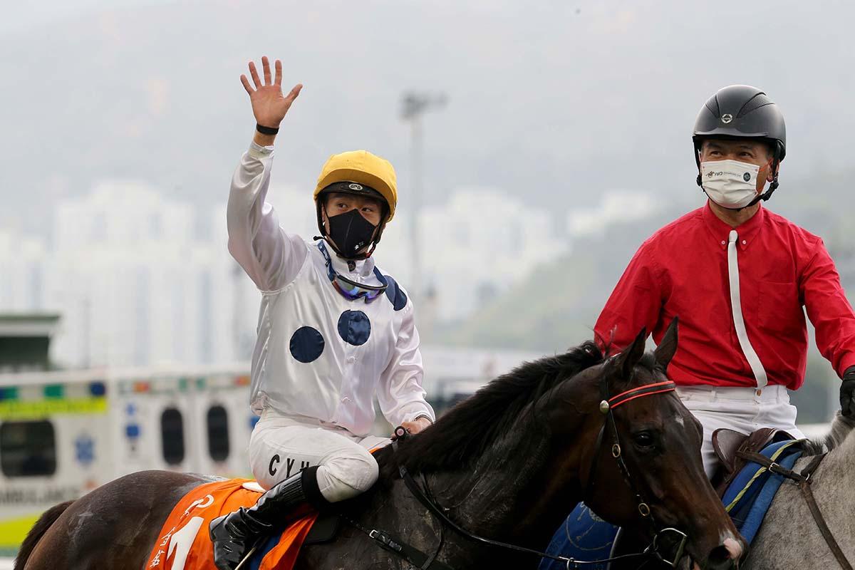 2020-21香港馬壇大事回顧。冠軍人馬獎,金鎗六十無爭議下成為馬王(更新)