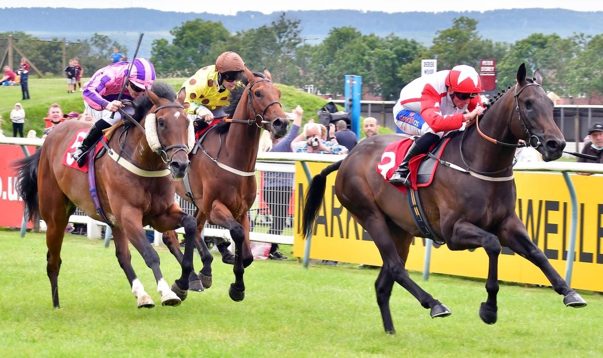 每日賽馬晚報(2021年8月6日),英國馬迷可到法國觀戰賽馬,莫艾誠大三元加深爭冠軍騎師可能