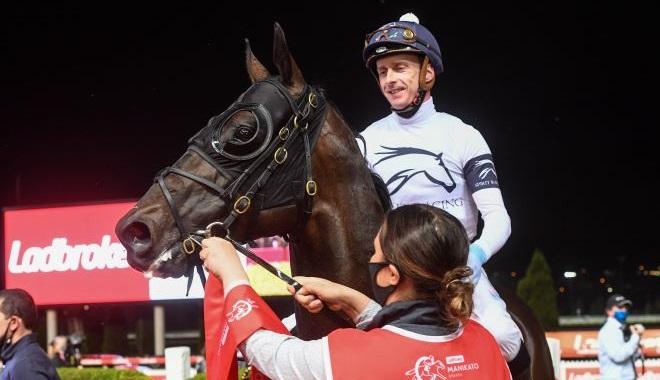 每日賽馬晚報(2021年10月22日),天愛麗慷慨寬宏雙雙攻堅雌馬草地大賽,莫丹尼滿利谷再贏一級賽